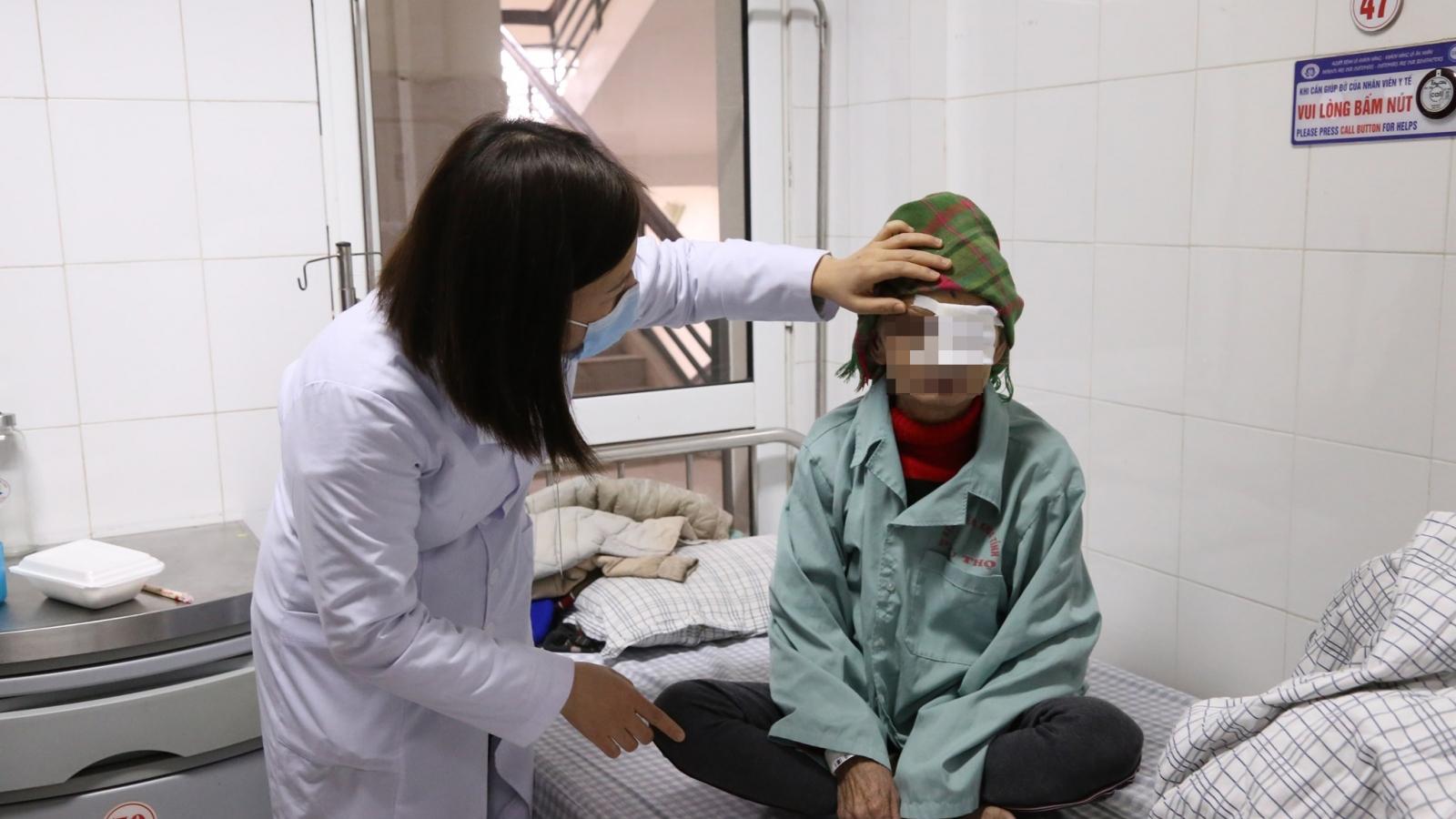 Người bệnh bị hỏng cả 2 mắt do không điều trị kịp thời đục thủy tinh thể