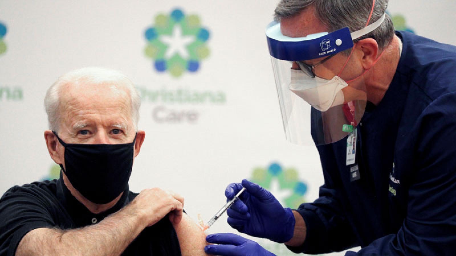 Cận cảnh Tổng thống đắc cử Mỹ Biden tiêm vaccine ngừa Covid-19 lần 2