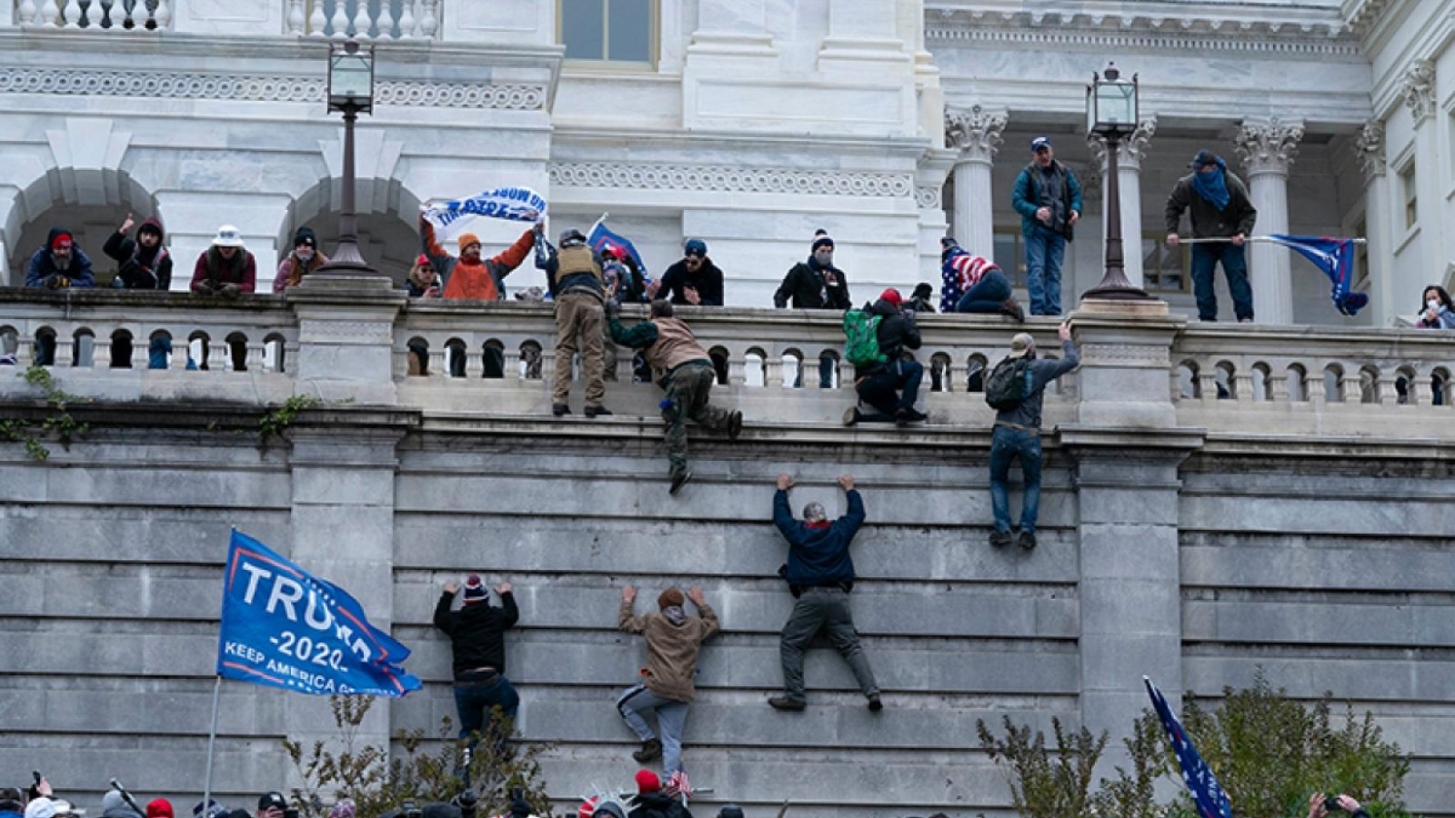 """Hạ nghị sĩ Mỹ gọi biểu tình bạo động tại khu vực Quốc hội Mỹ là """"nỗ lực đảo chính"""""""