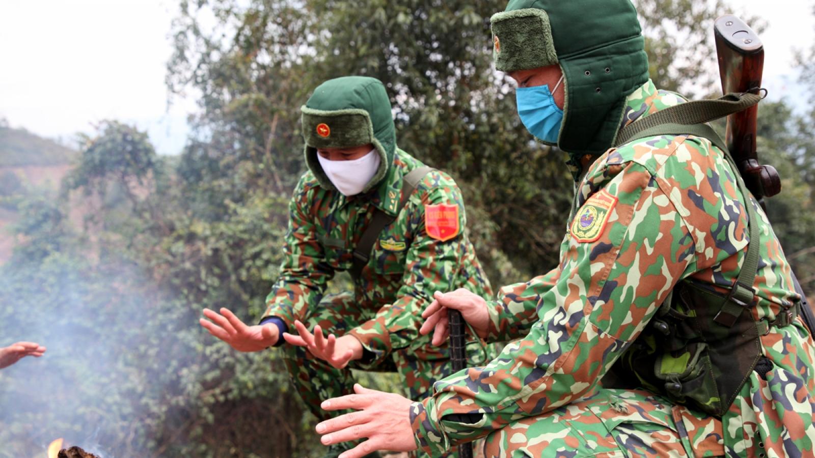 Lính biên phòng Lai Châu bám chốt chống dịch Covid-19 trong giá rét
