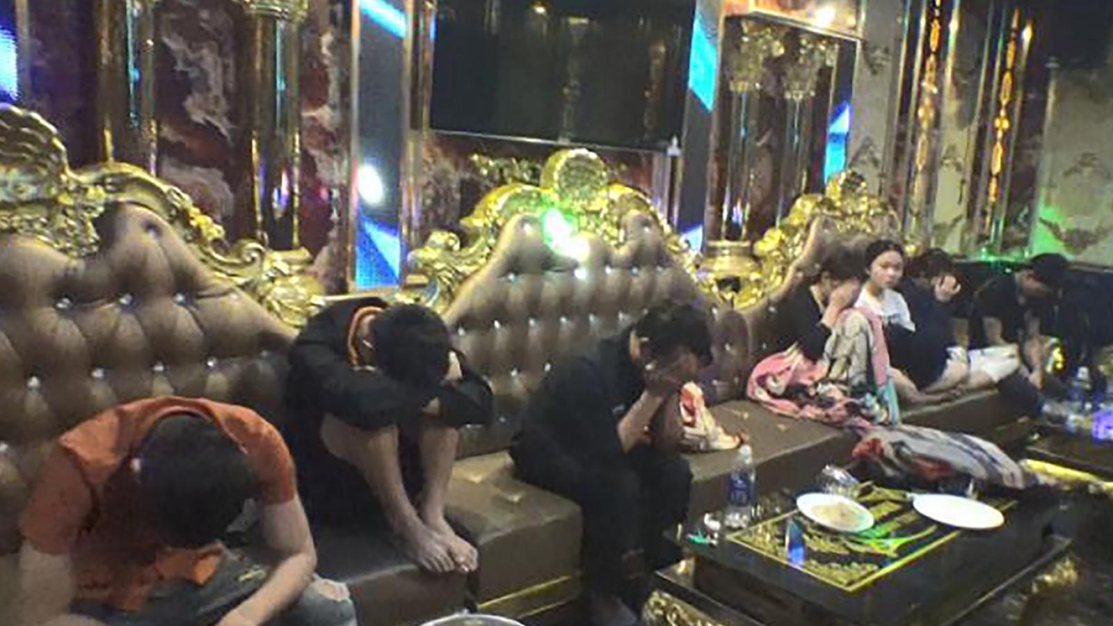 Kiểm tra quán karaoke phát hiện 36 đối tượng sử dụng ma túy