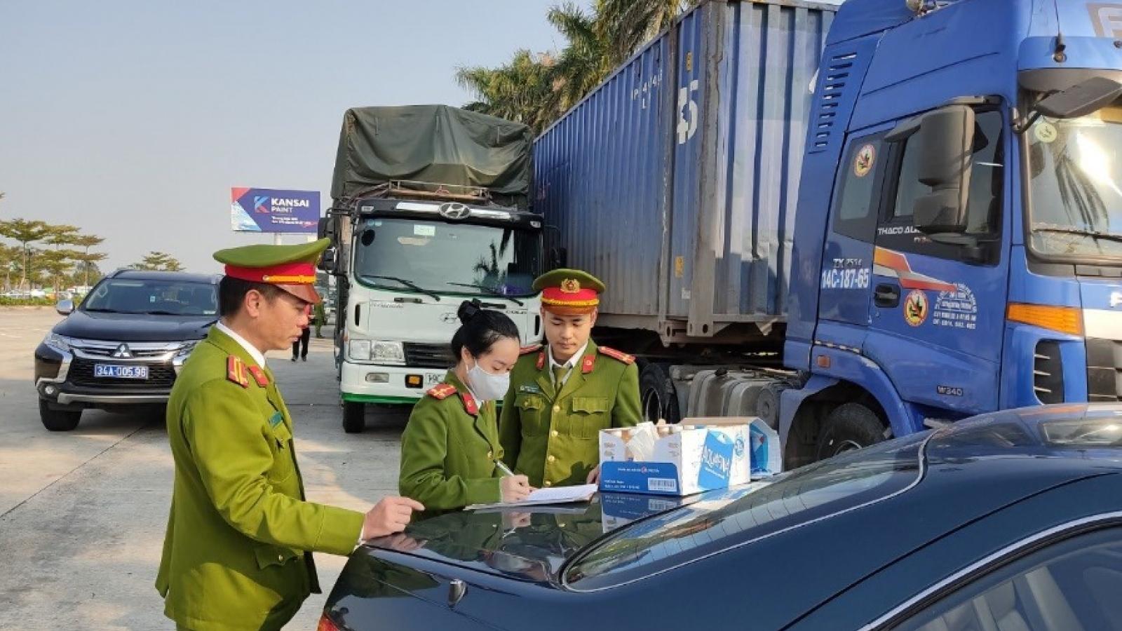 Phát hiện 300 tấn hàng lậu đang trên đường tuồn vào nội địa