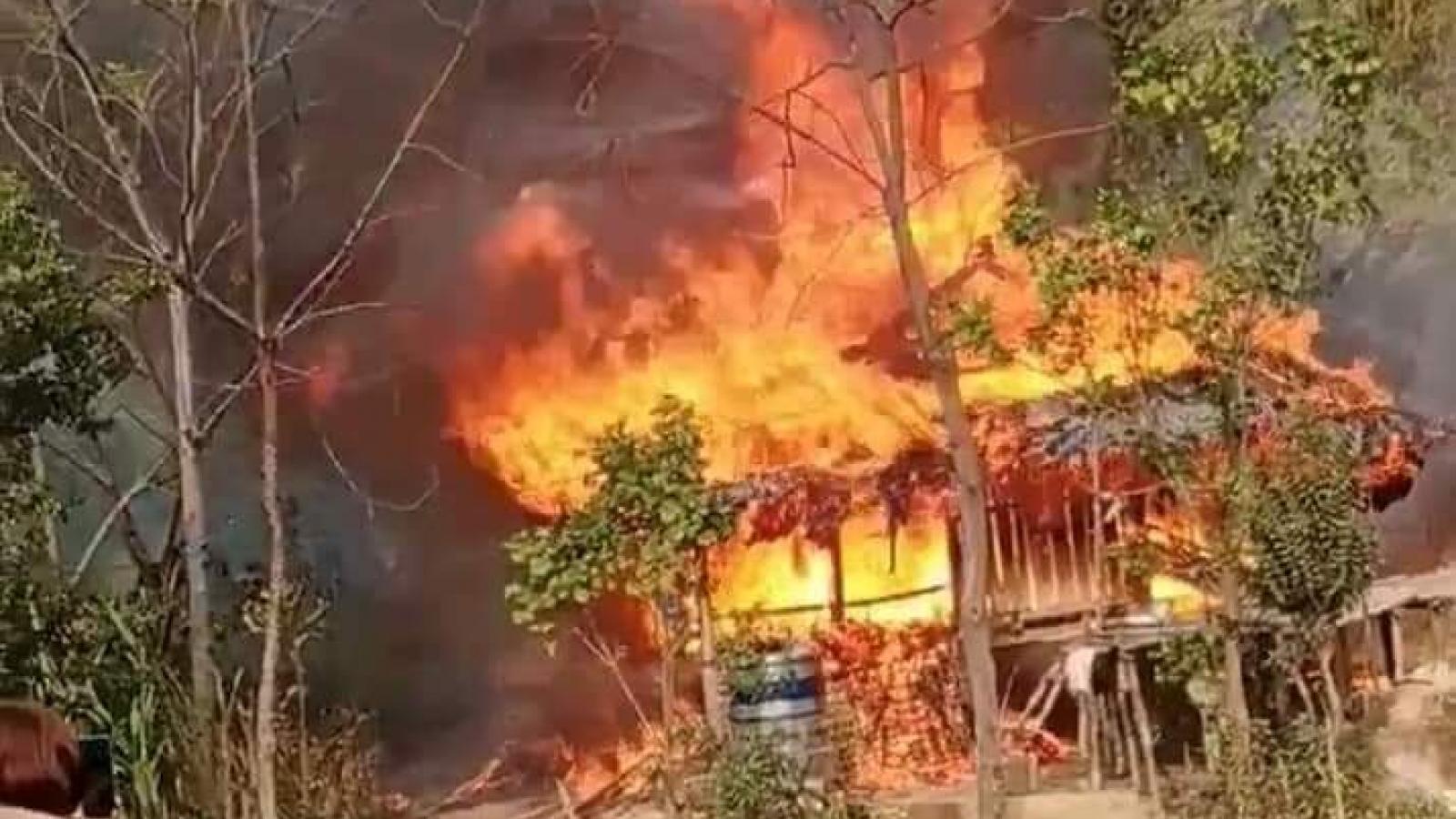 Chập điện, hỏa hoạn thiêu rụi nhà và toàn bộ tài sản hộ nghèo ở Yên Bái
