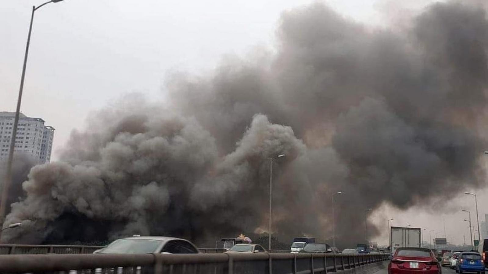 Cháy ngùn ngụt tại chợ Xanh, Linh Đàm - Hà Nội