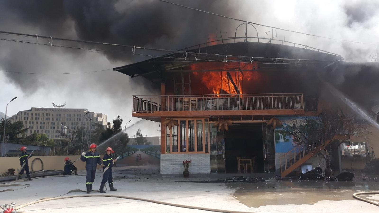 Kịp thời dập tắt đám cháy tại nhà hàng cá hồi ở Mộc Châu