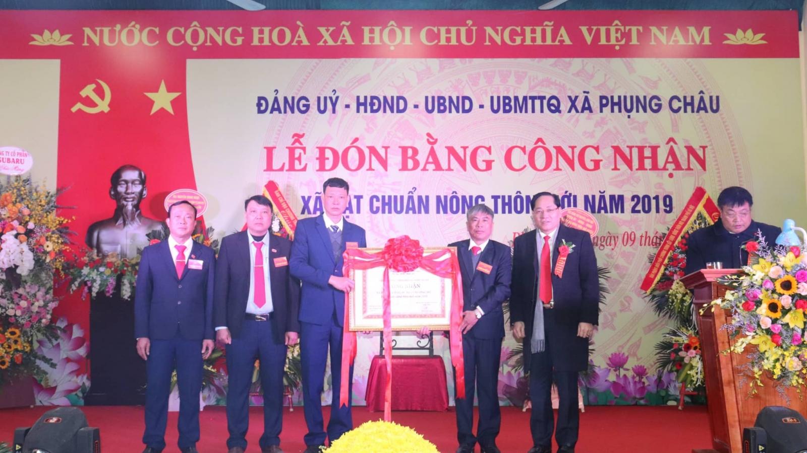 Xã Phụng Châu, Chương Mỹ, Hà Nội đón nhận bằng công nhận xã đạt chuẩn nông thôn mới