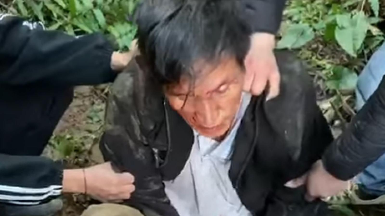 Con nghiện ôm súng mang ngàn viên ma túy vào rừng giao dịch