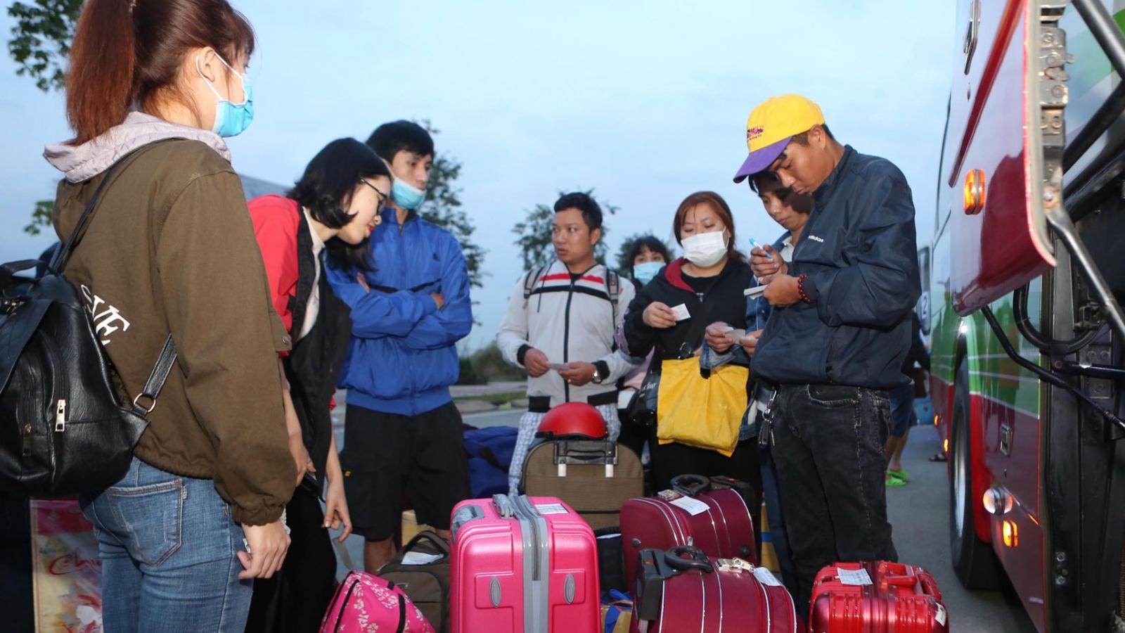 Công nhân làm việc ở TP HCM về quê ăn Tết phải lưu giữ lịch trình tiếp xúc