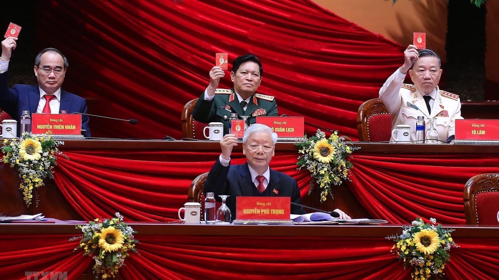 Đoàn Chủ tịch Đại hội XIII gồm 16 Ủy viên Bộ Chính trị và đồng chí Trần Thanh Mẫn