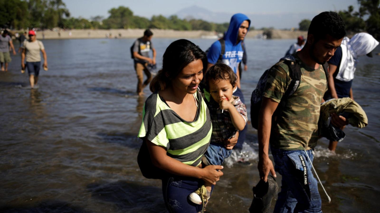 Dòng người Honduras di cư tiến về biên giới Mexico, muốn vào Mỹ