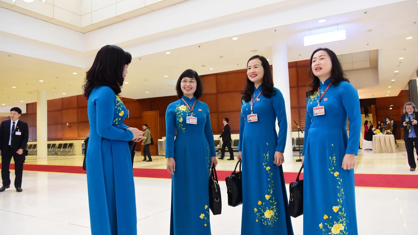 Các nữ đại biểu dự Đại hội lần thứ XIII của Đảng