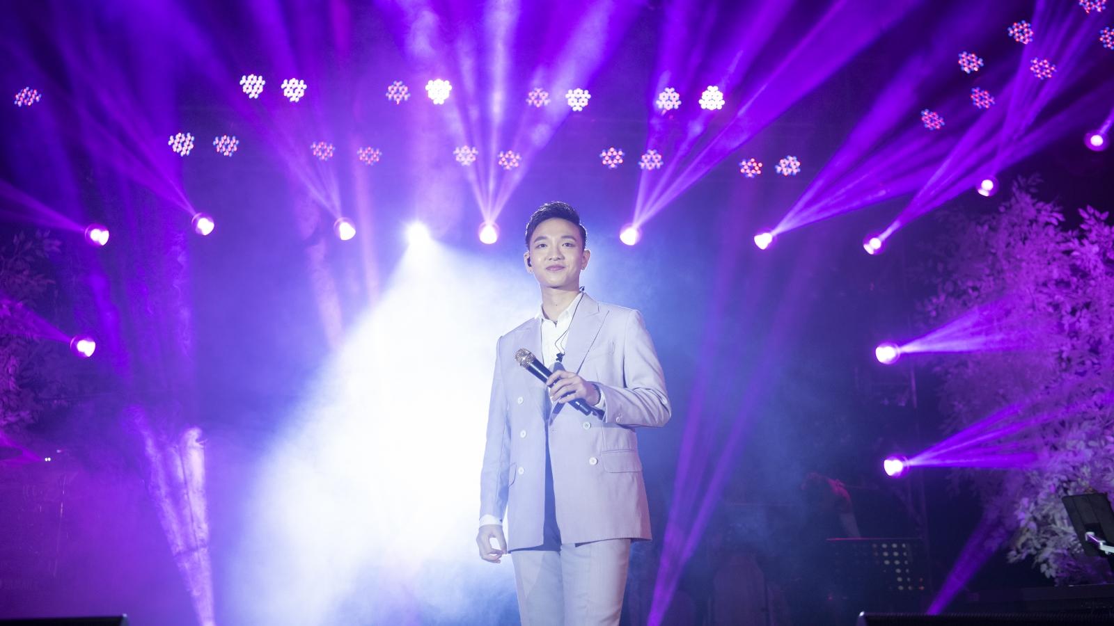 """Liveshow """"25"""" của Hoàng Dũng tại Hà Nội: Chạm vào giấc mơ đầy cảm xúc"""