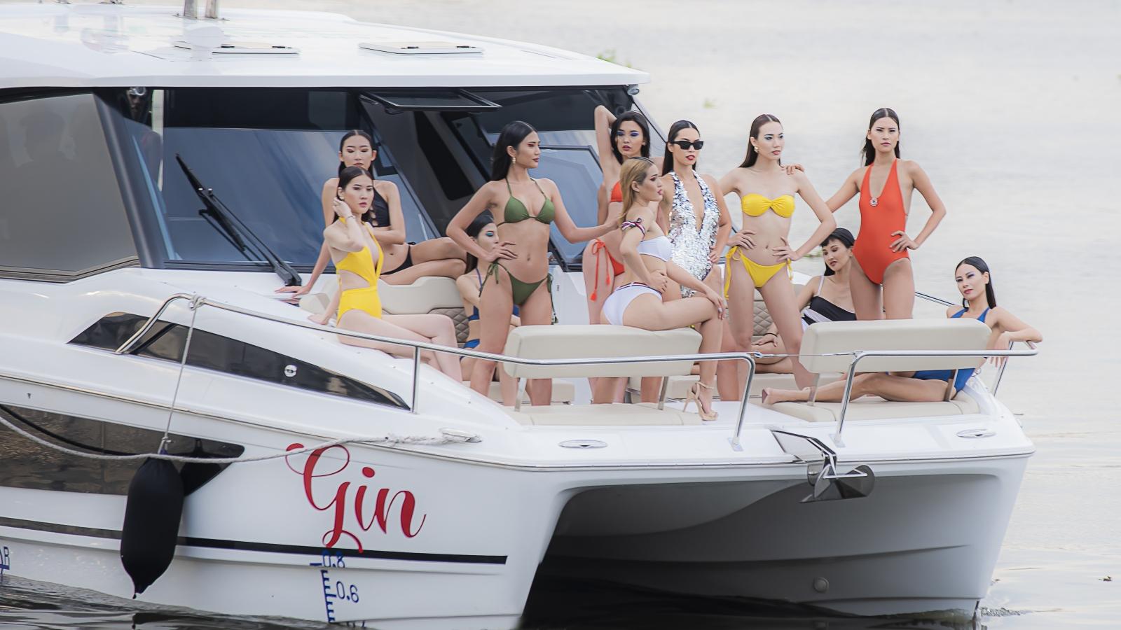 Hà Anh trình diễn bikini trên du thuyền sang chảnh 13 tỷ đồng