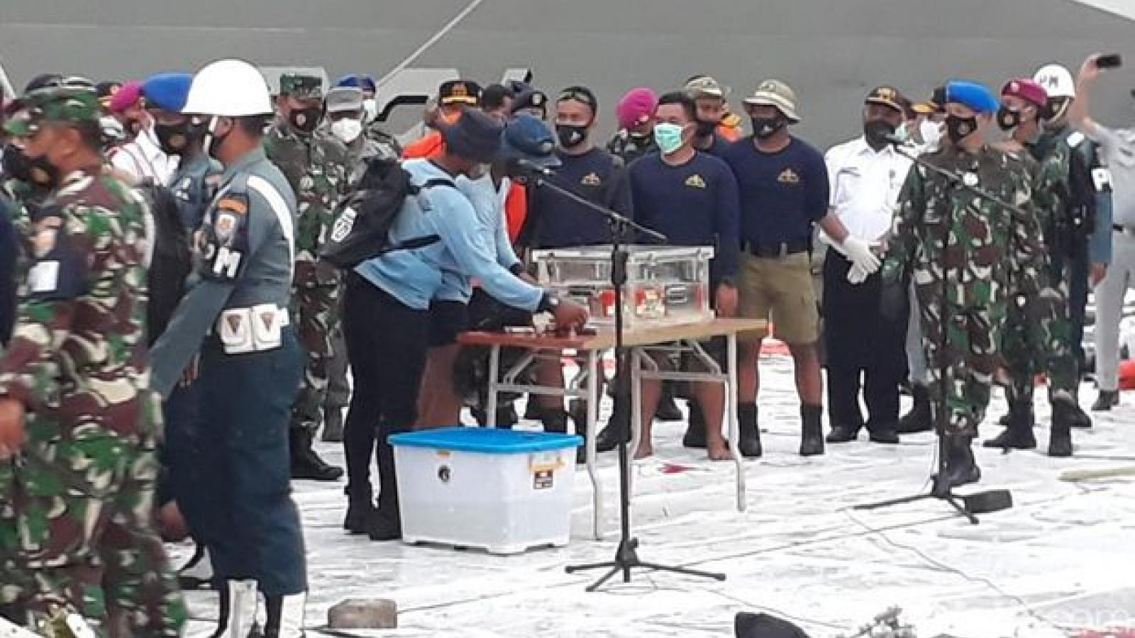 Indonesiađã vớt được hộp đen máy bay Sriwijaya rơi