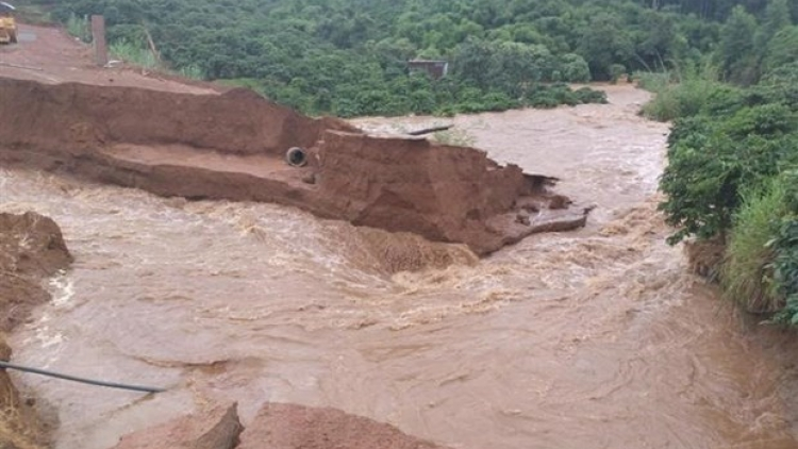 Vietnam witnesses 10-15 flash floods each year