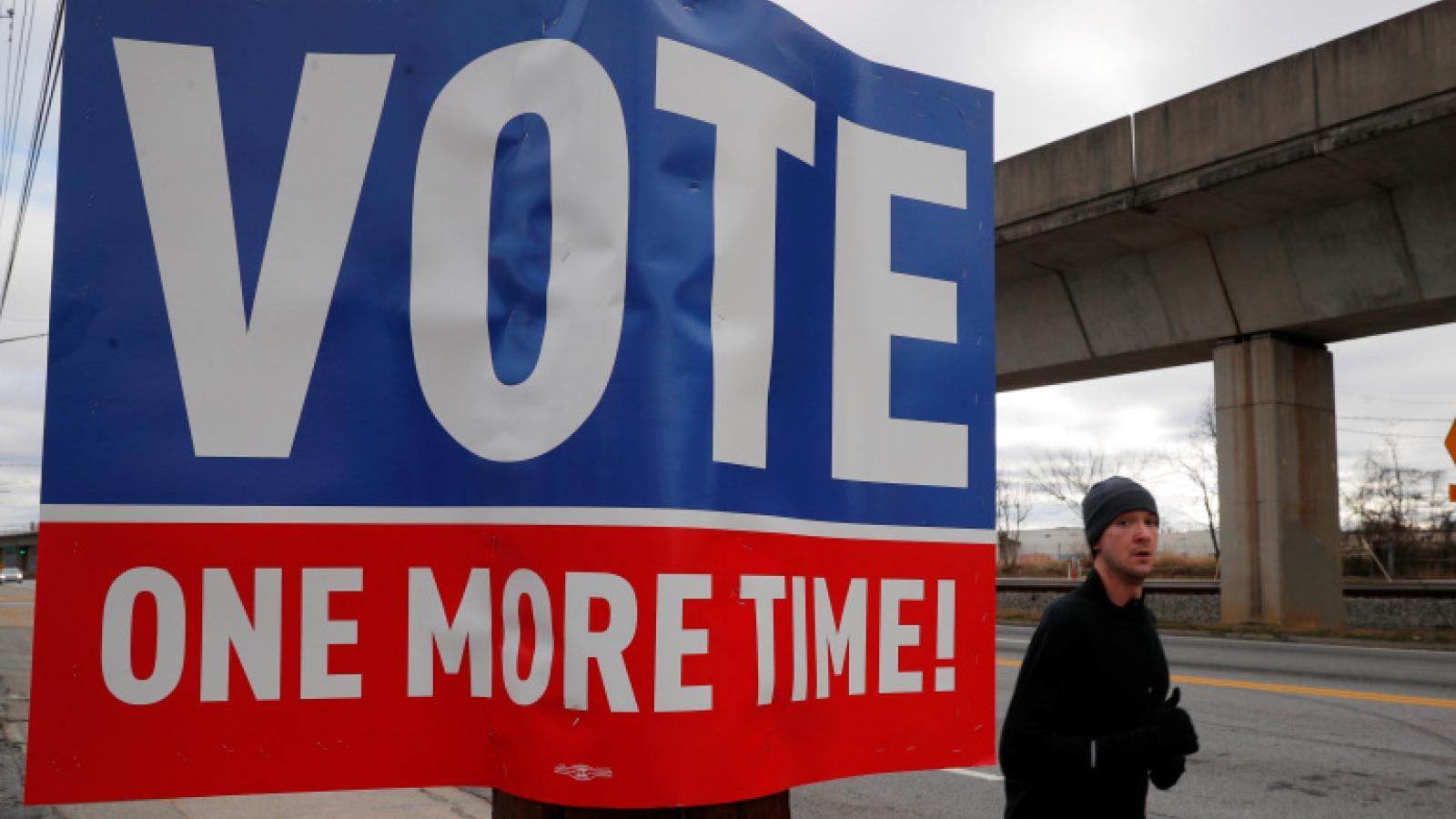 """Cuộc đua Thượng viện ở Georgia là một cuộc """"trưng cầu ý dân"""" về Trump"""