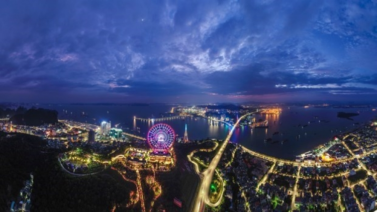 Quang Ninh serves over 140,000 tourists in first two days of 2021