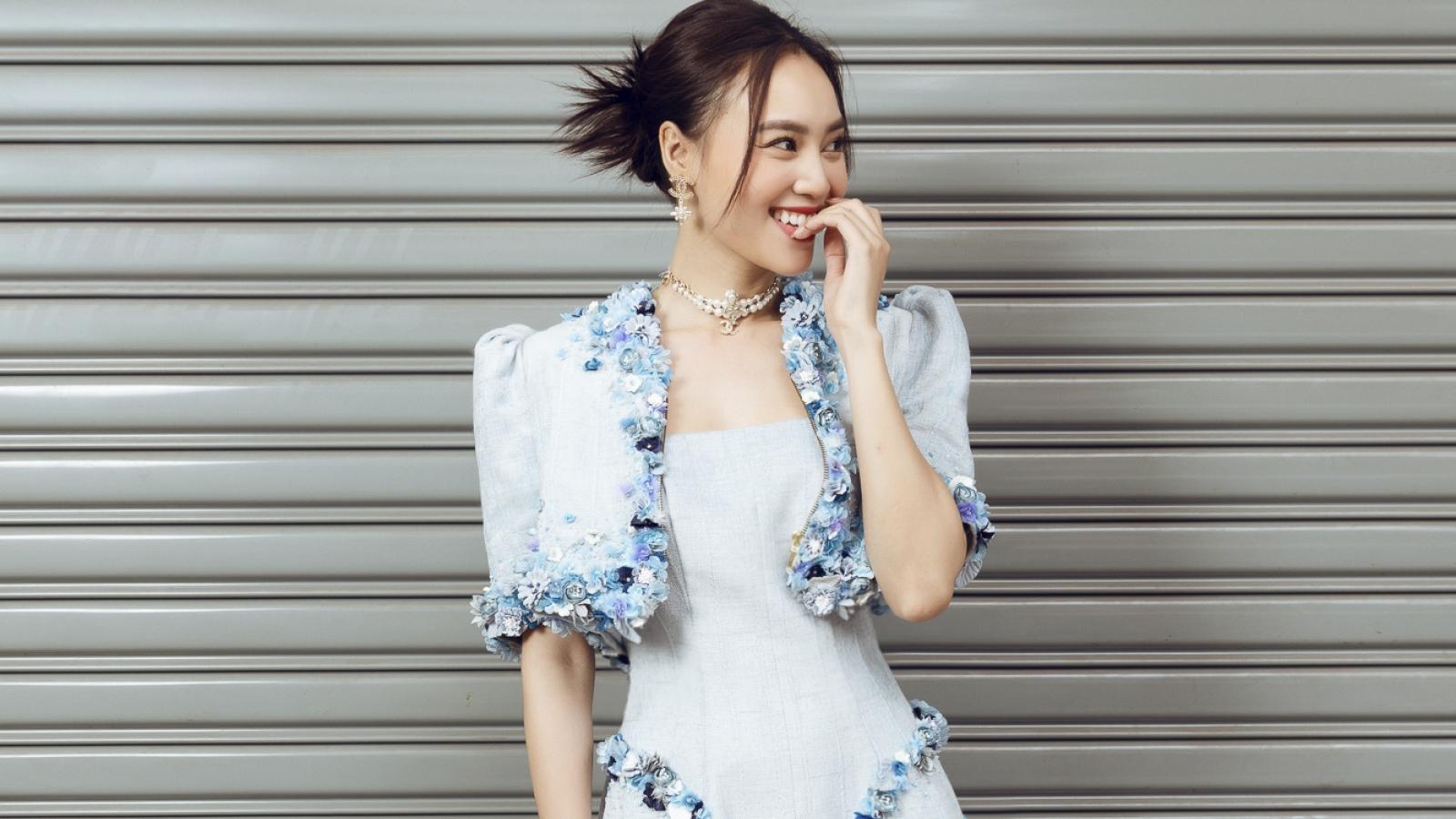 Ninh Dương Lan Ngọc trẻ trung xuống phố trong loạt váy điệu đà