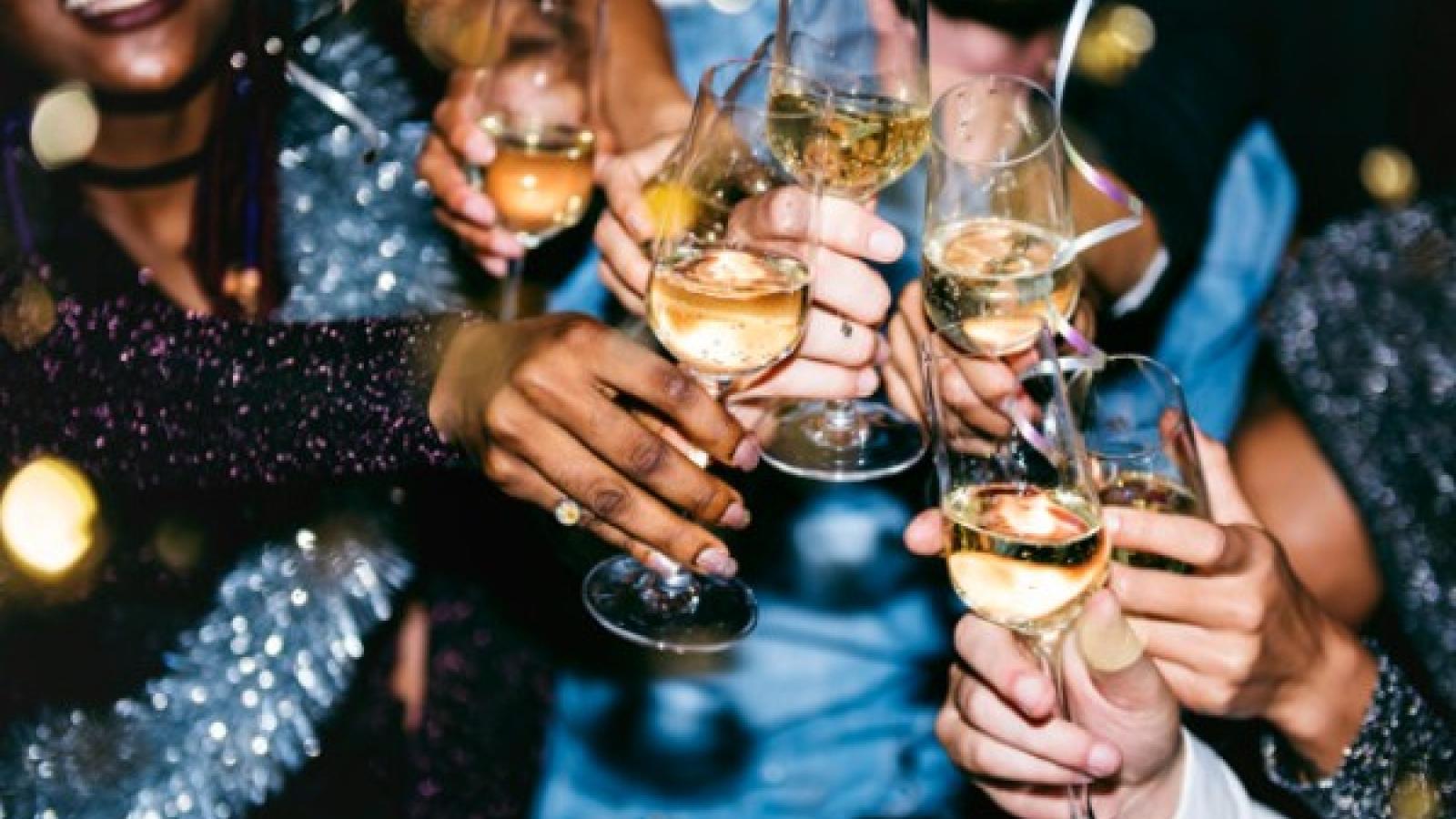 Mẹo từ chuyên gia giúp bạn đối phó với cảm giác nôn nao sau khi say rượu