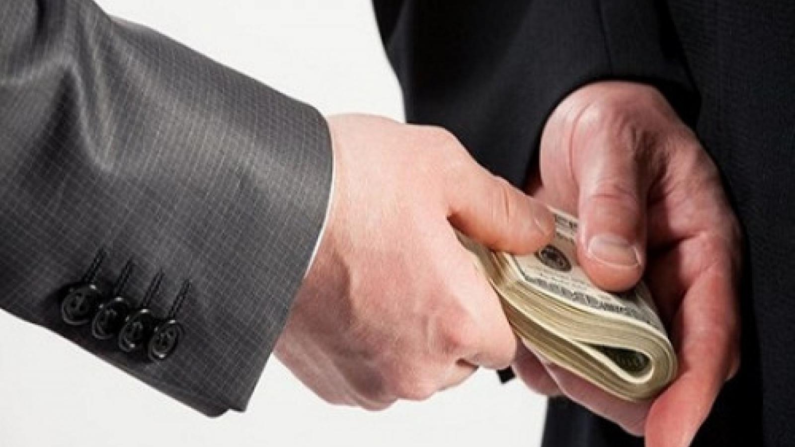"""Lừa đảo """"chạy chức"""" Vụ phó để chiếm đoạt hơn 27 tỷ đồng"""