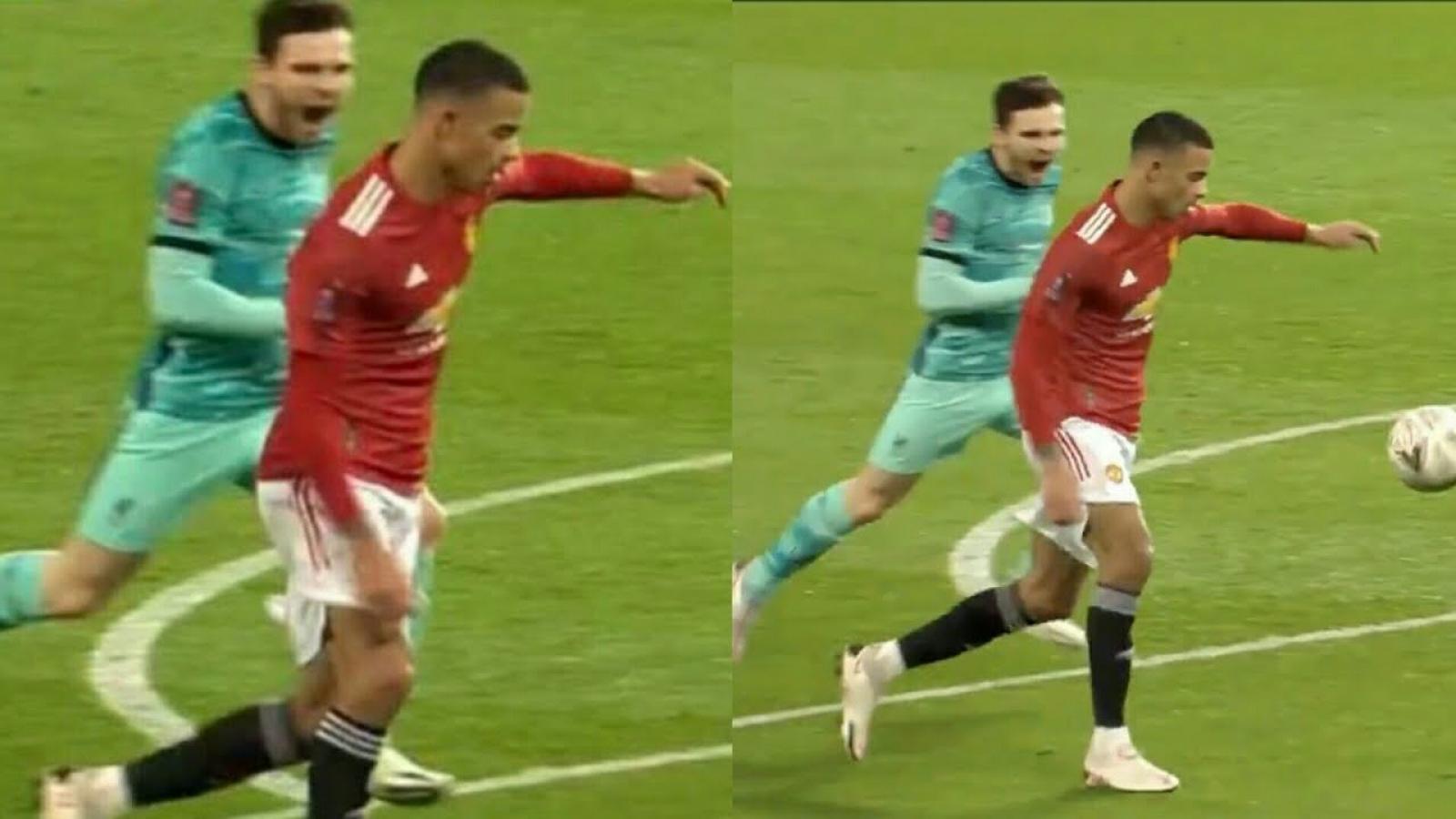 """Hậu vệ Liverpool la hét hù dọa tiền đạo MU và cái kết """"đắng lòng"""""""