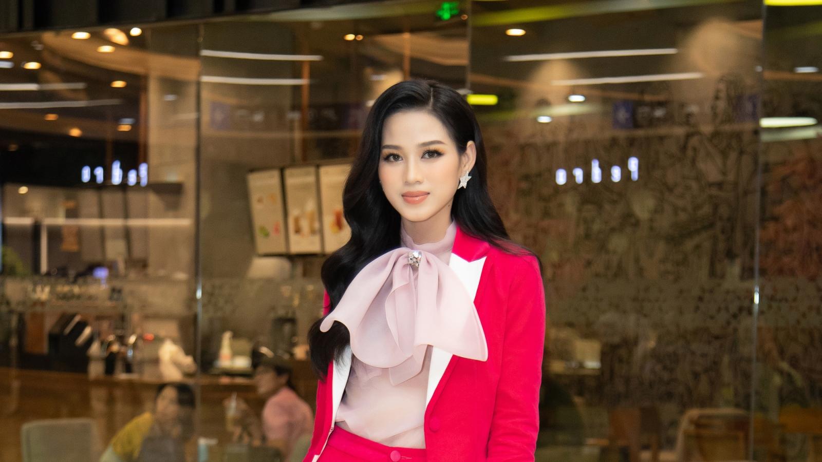 Hoa hậu Đỗ Hà khoe sắc trong bộ cánh menswear màu hồng ấn tượng