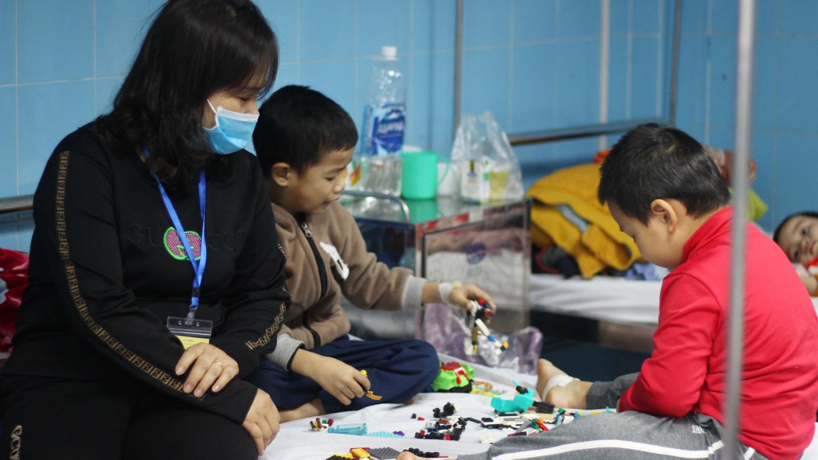 Học sinh miền núi Quảng Bìnhphải nghỉ học do rét đậm