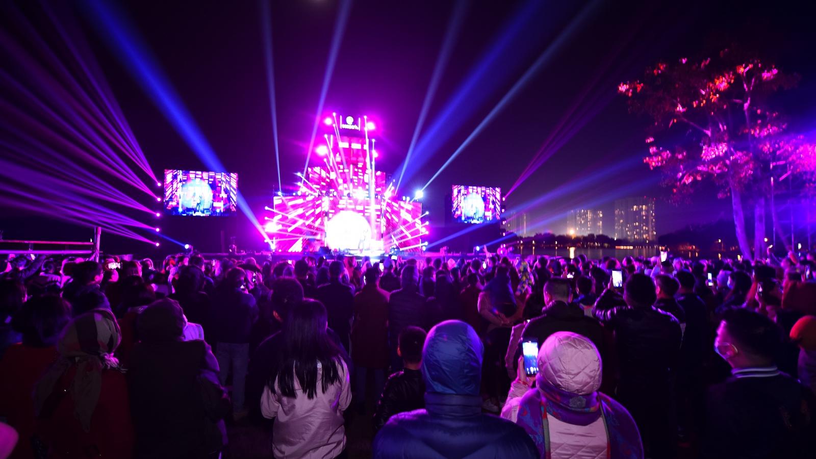 Gần 20.000cư dân Ecopark mãn nhãn cùng đại tiệc countdown hoành tráng