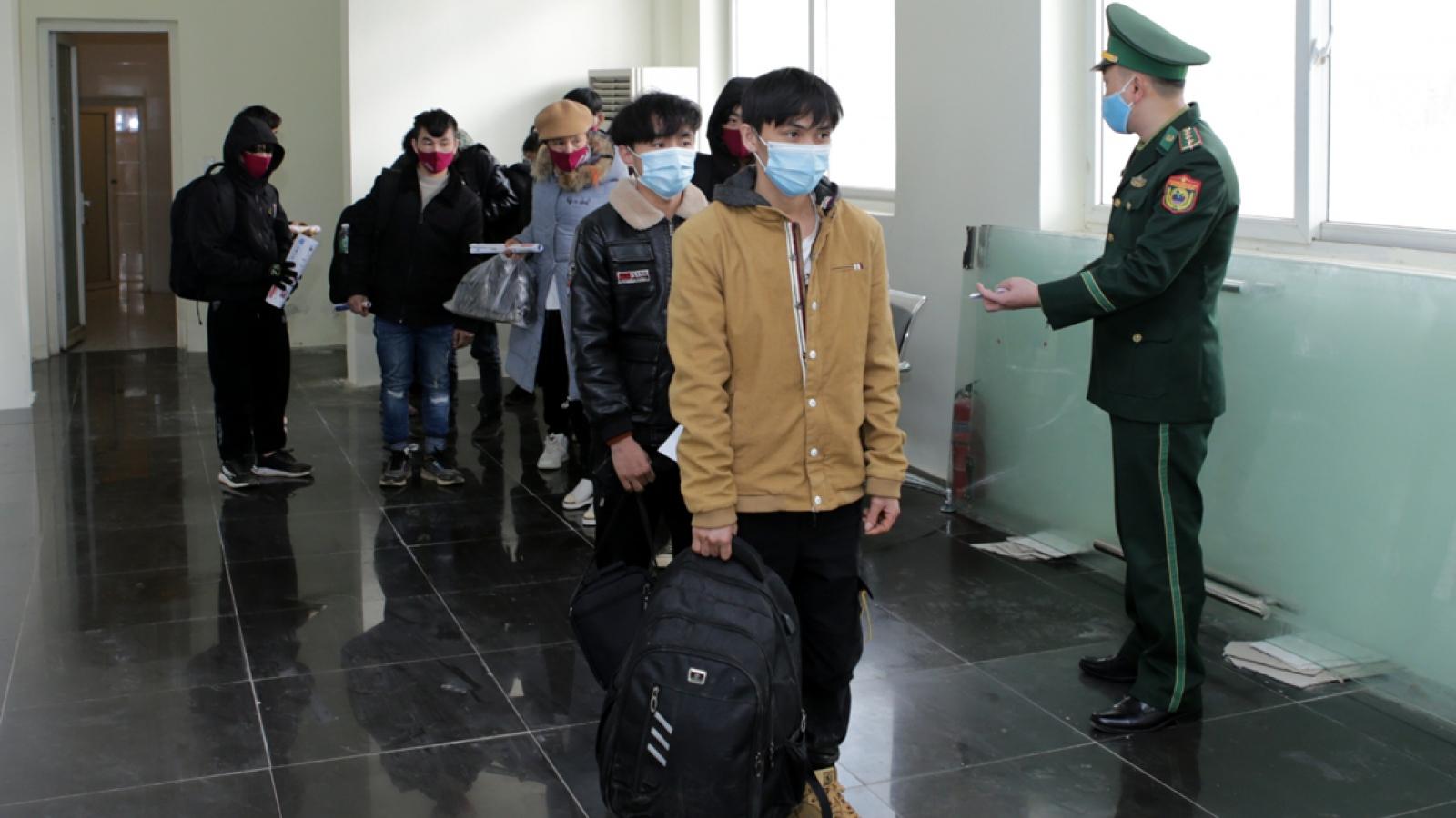 Lai Châubắt giữ, tiếp nhận 31người vượt biên trái phép về Việt Nam