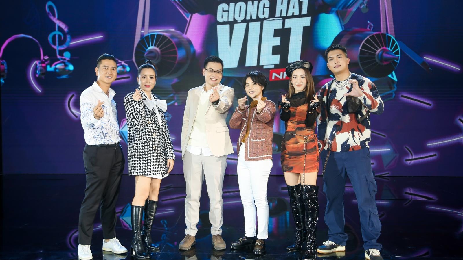 Giọng hát Việt nhí tập 1: Emily phải xin lỗi Lưu Hương Giang vì lỡ phát ngôn gây mất lòng