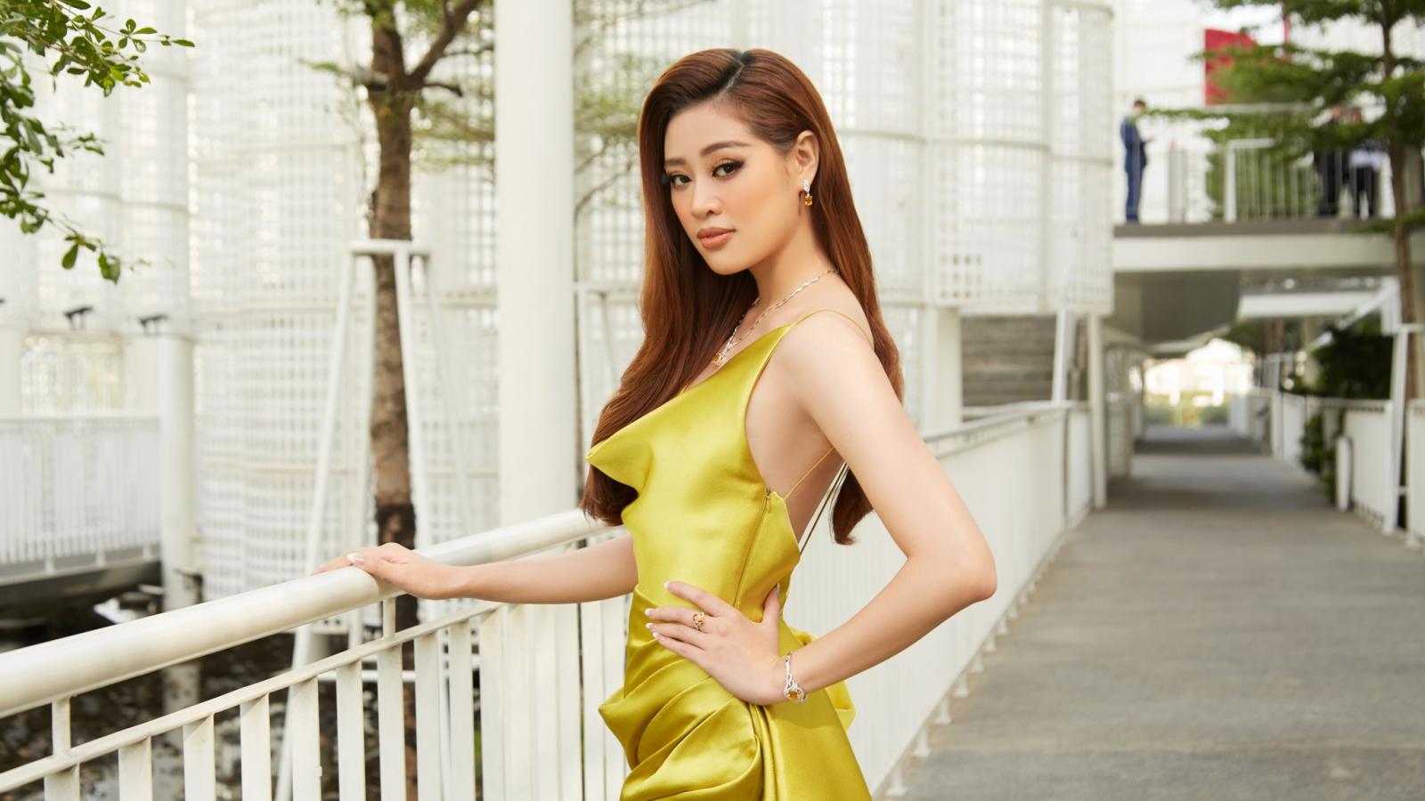 Hoa hậu Khánh Vân xinh đẹp nổi bật với đầm vàng gợi cảm đi dự sự kiện