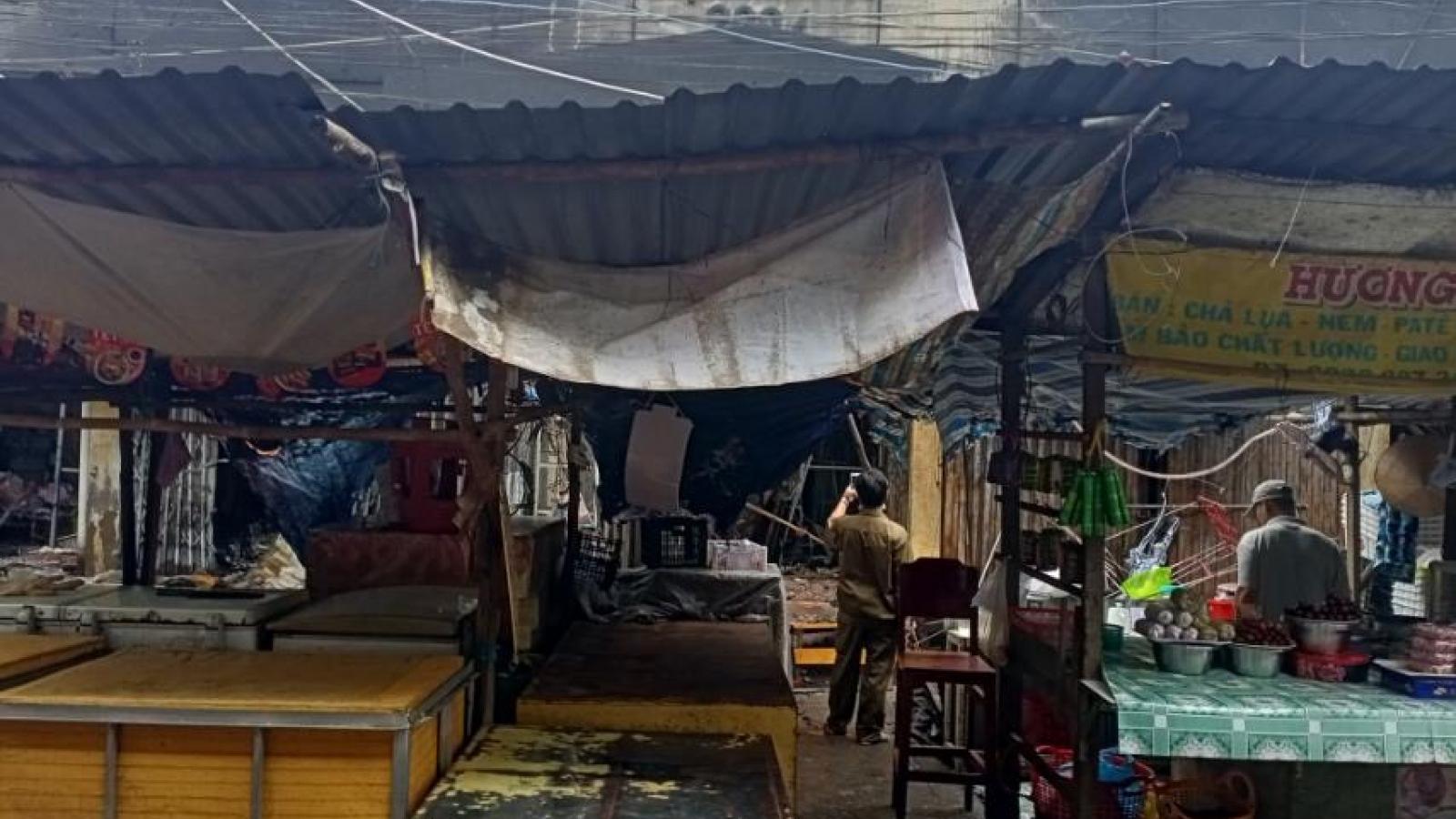 Hỏa hoạn thiêu rụi nhiều hàng hóa trong chợ Cái Nứa (Tiền Giang)