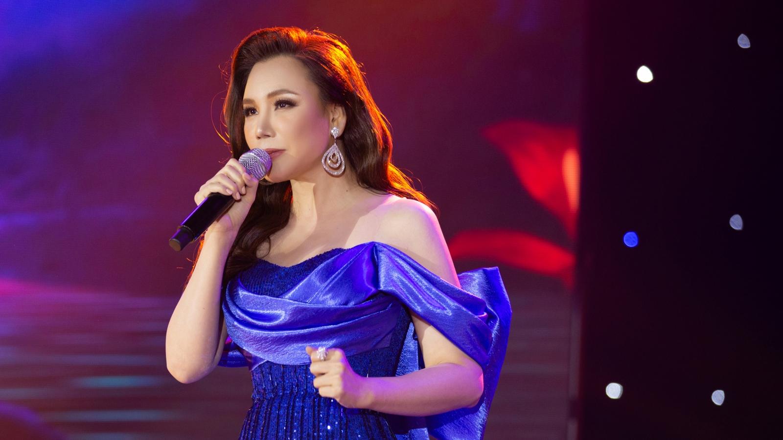 """Hồ Quỳnh Hương thăng hoa khi hát tại sân khấu Gala """"Ngôi sao của năm 2020"""""""
