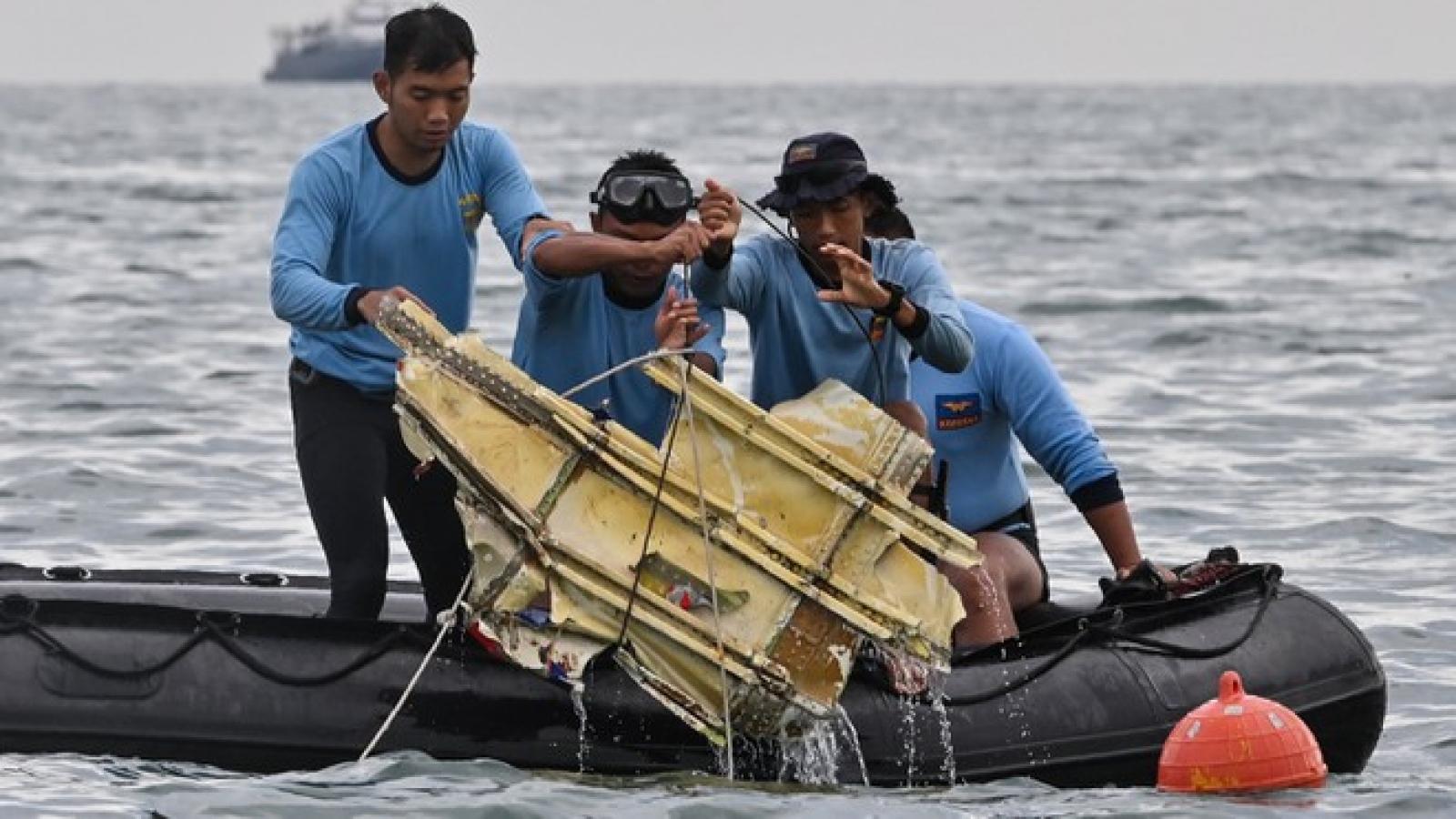 Indonesia đã xác định được vị trí của hai hộp đen trong vụ rơi máy bay