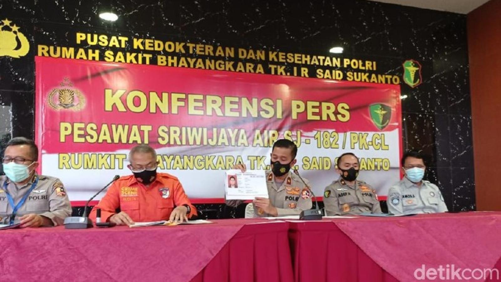 Rơi máy bay ở Indonesia:Xác định danh tính nạn nhân đầu tiên
