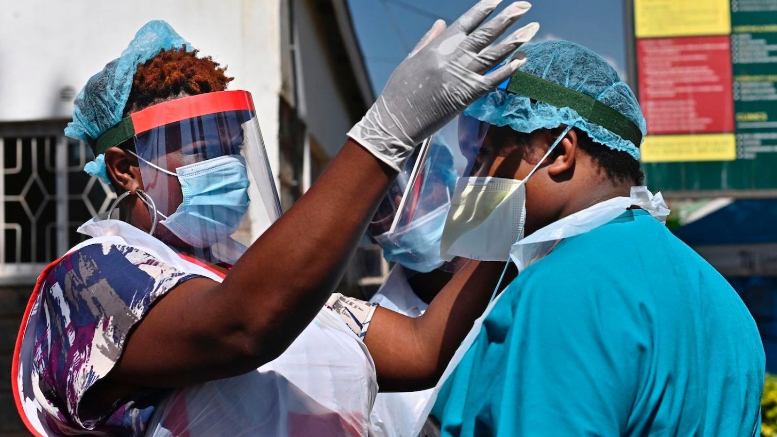 Kenya gia hạn lệnh giới nghiêm ban đêm và cấm tụ tập để phòng COVID-19