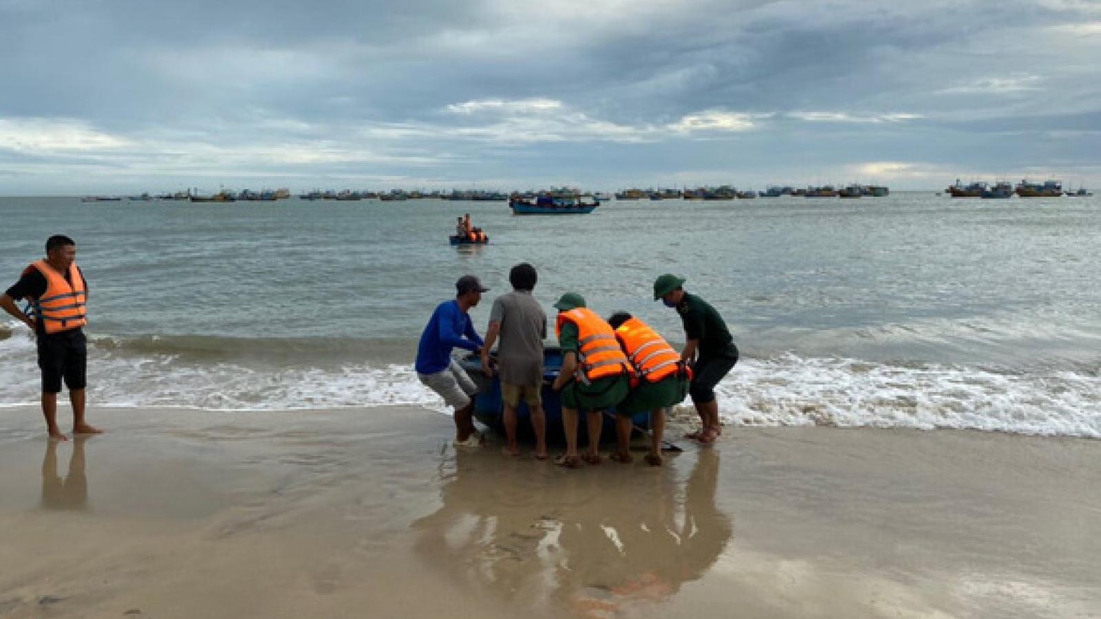 Đã tìm thấy thi thể 1 nạn nhân bị sóng cuốn trôi tại biển Kê Gà