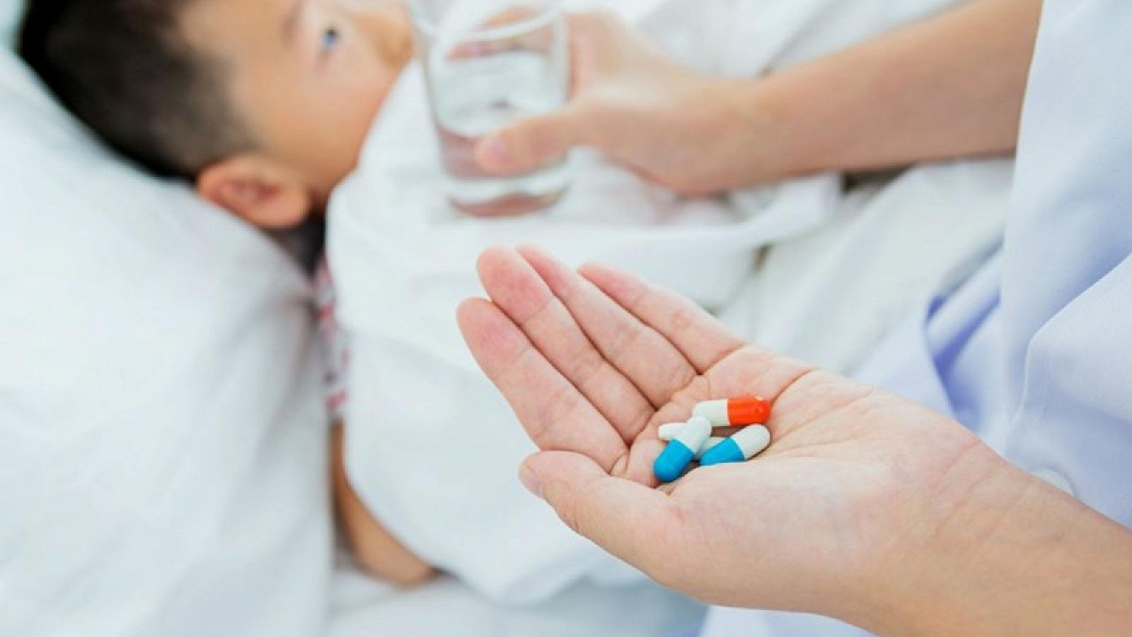 Cho trẻ dùng thuốc kháng sinh đúng cách