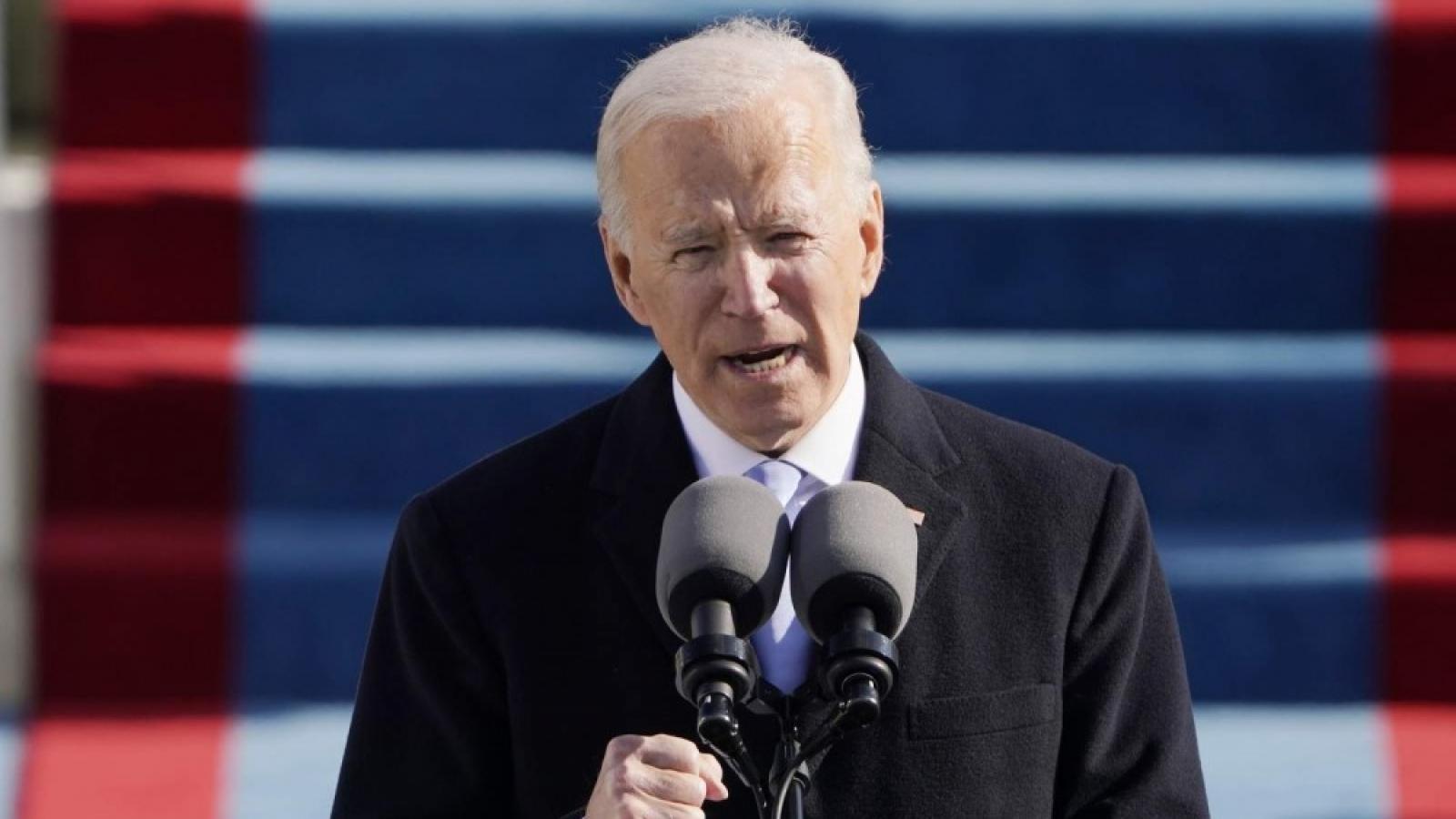 """Những """"cửa ải"""" Tổng thống Biden phải đối mặt trong ngày đầu cầm quyền"""