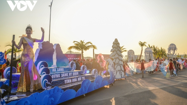 Debut winter festival in Ha Long lures thousands of visitors
