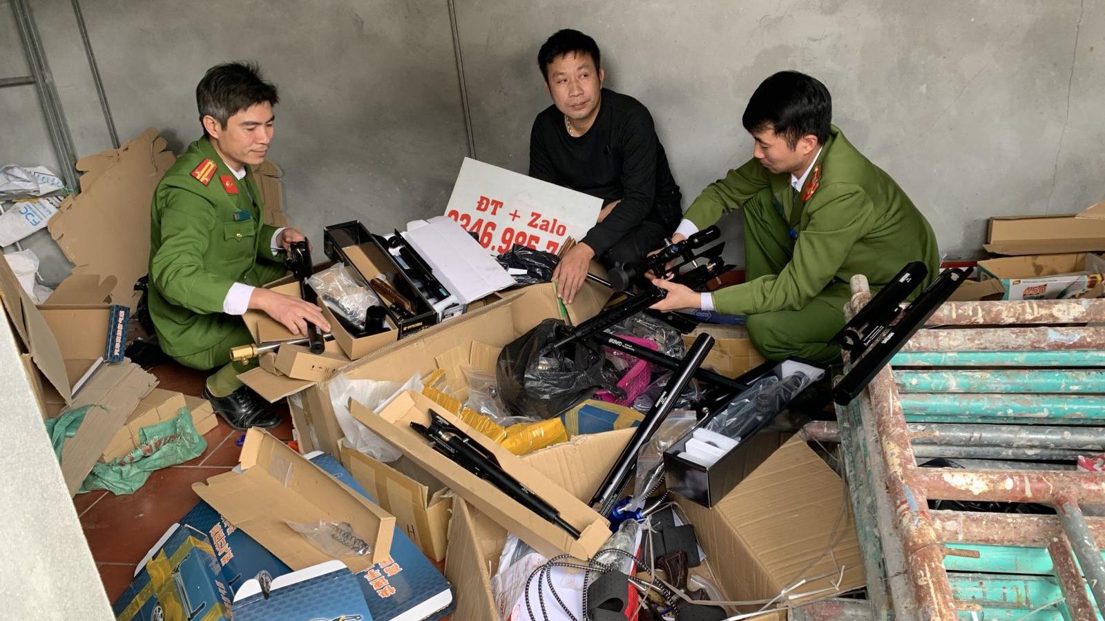 Tàng trữ, mua bán hơn 1.500 linh kiện lắp súng nén khí hơi