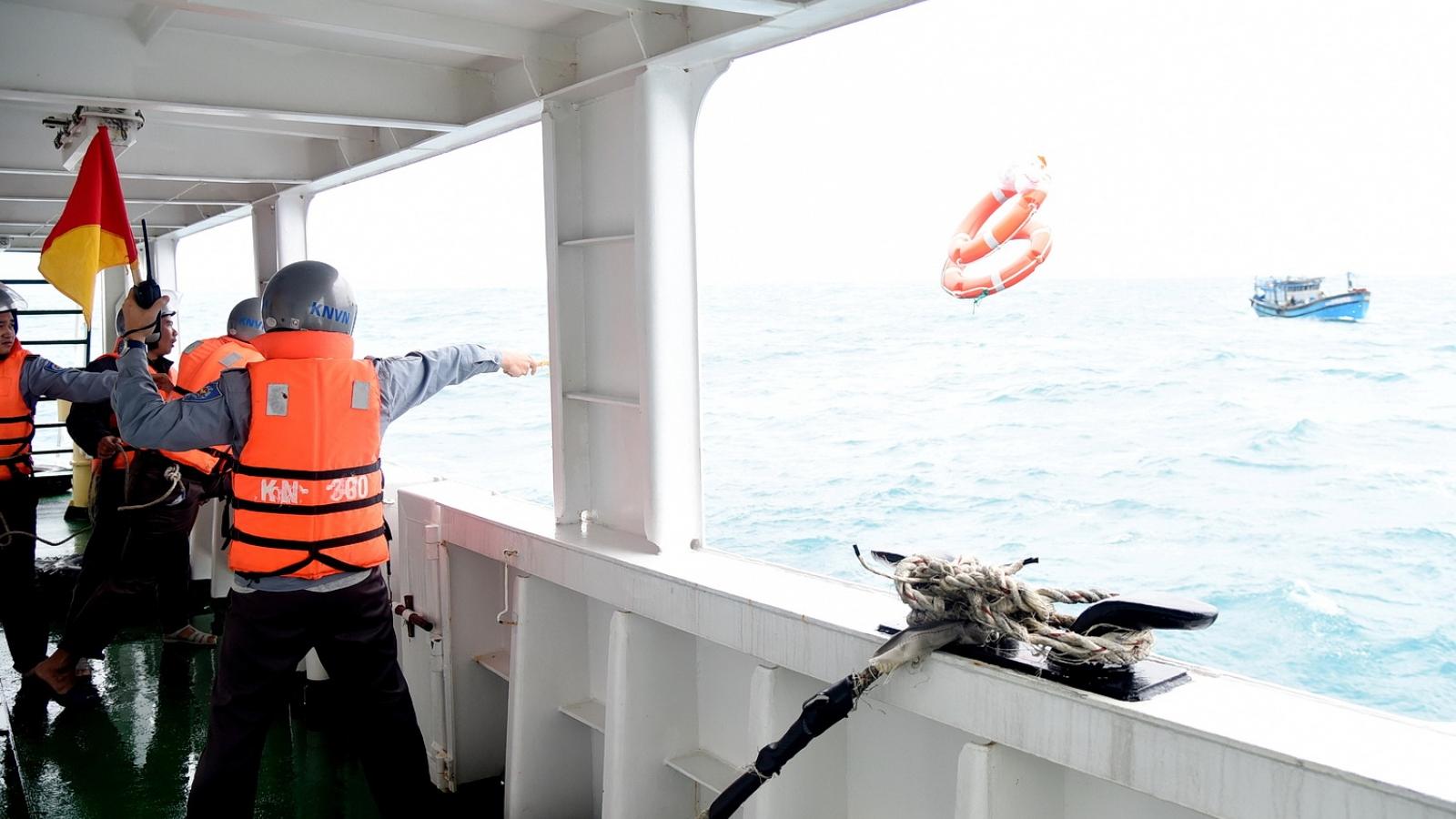 Tàu Kiểm ngư cứu nạn tàu cá Đà Nẵng bị nạn trên biển