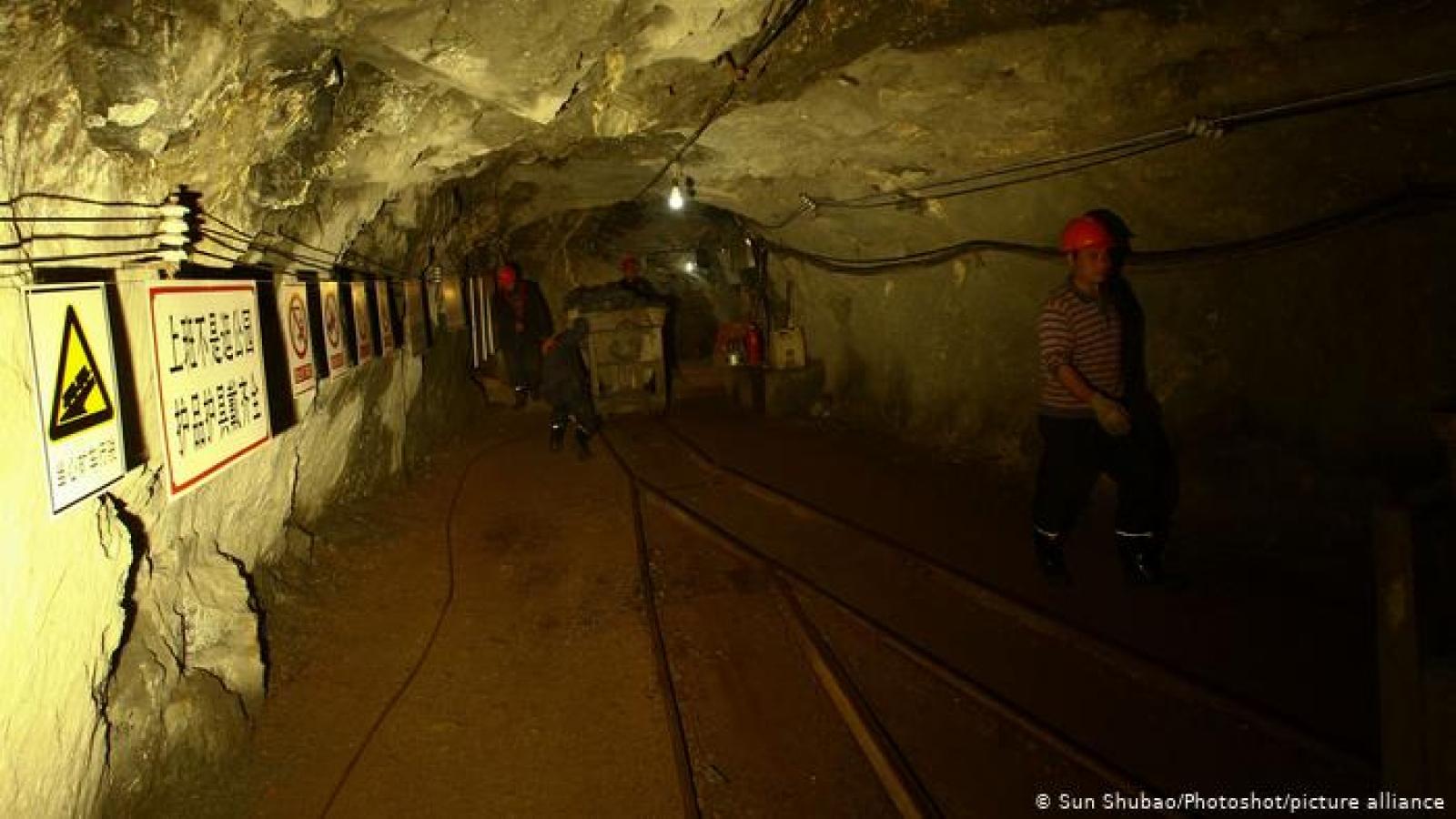 Sập mỏ vàng ở Trung Quốc: 12 người vẫn còn sống sau 1 tuần bị mắc kẹt