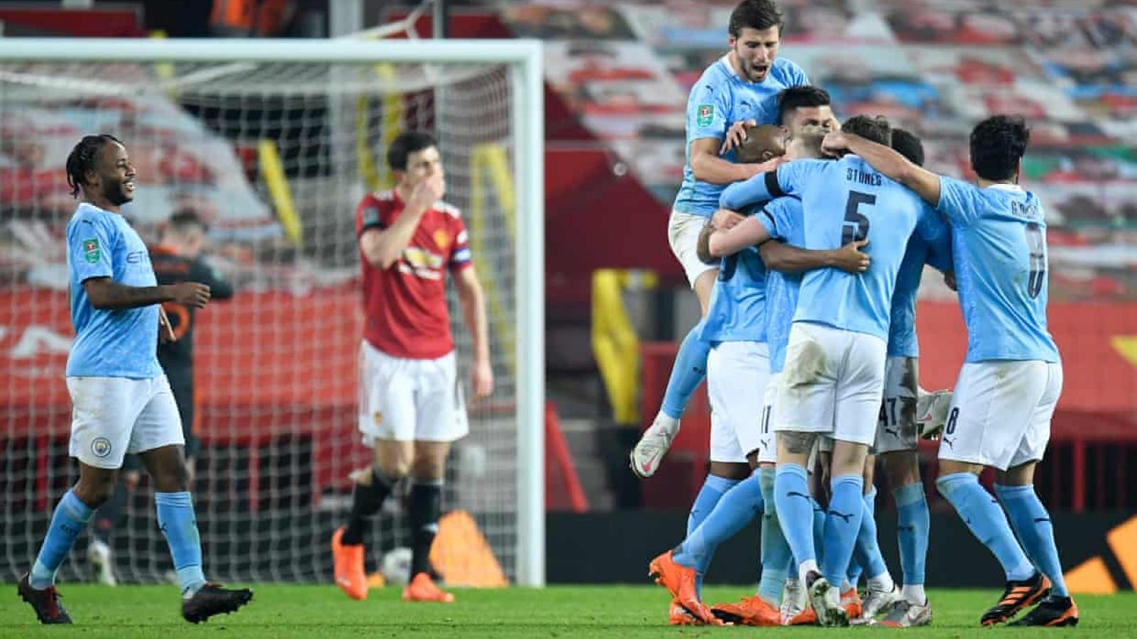 """Hạ gục MU bằng """"bóng chết"""", Man City vào chung kết League Cup"""
