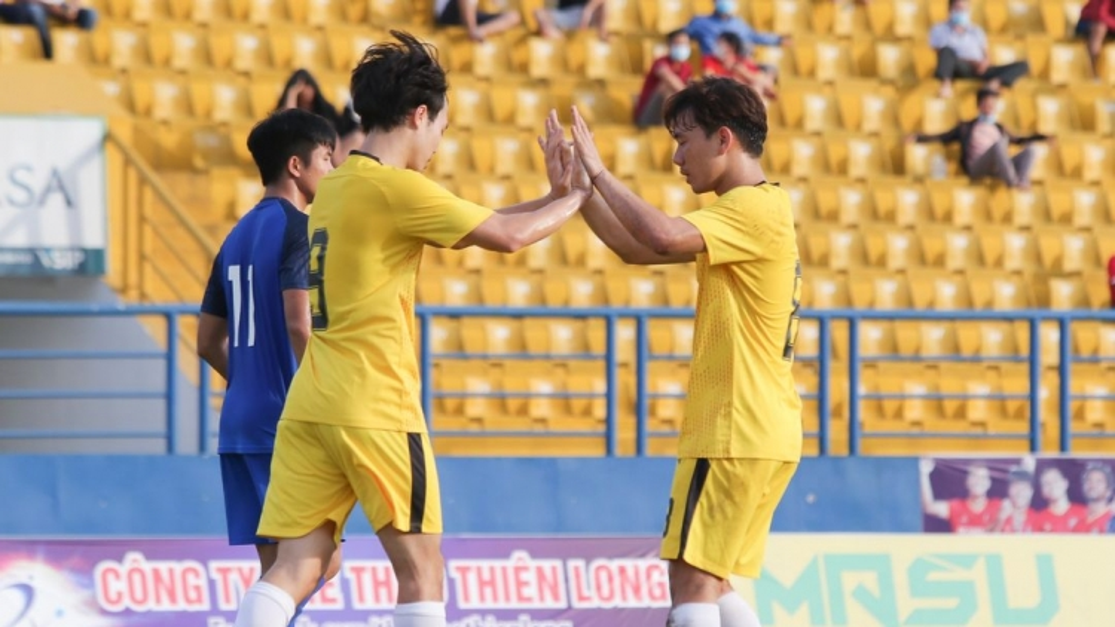 Minh Vương, Văn Toàn tỏa sáng, HAGL thắng trận đầu dưới thời HLV Kiatisuk