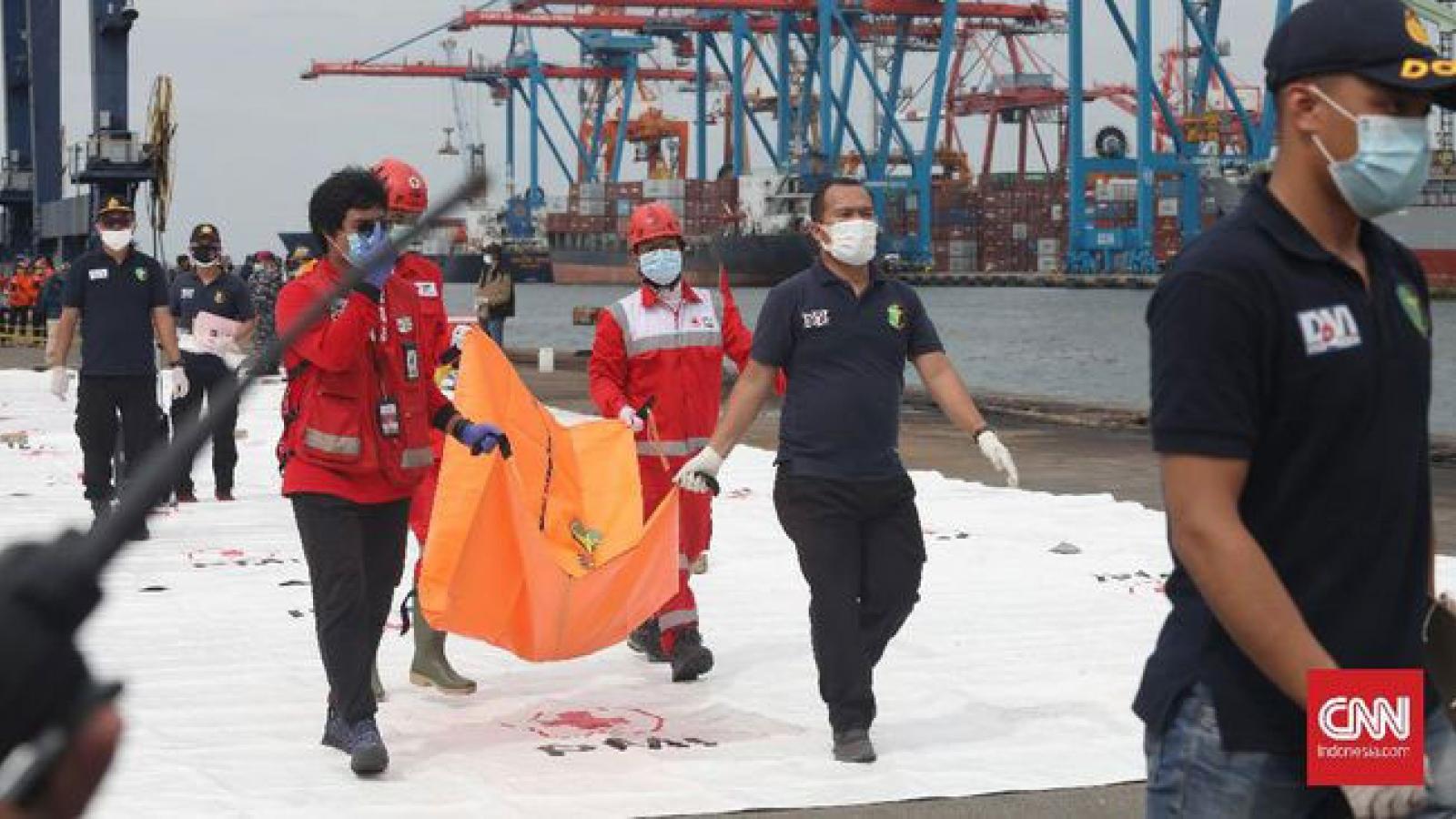Indonesia tìm thấy nhiều bộ phận thi thể nạn nhân trong vụ rơi máy bay