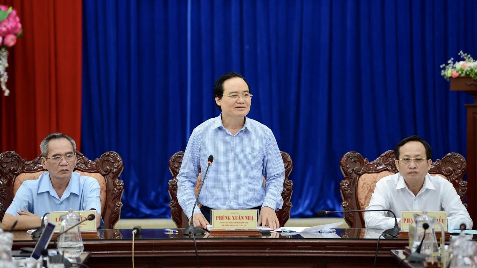 Bộ trưởng Bộ Giáo dục và Đào tạo Phùng Xuân Nhạ làm việc tại tỉnh Bạc Liêu