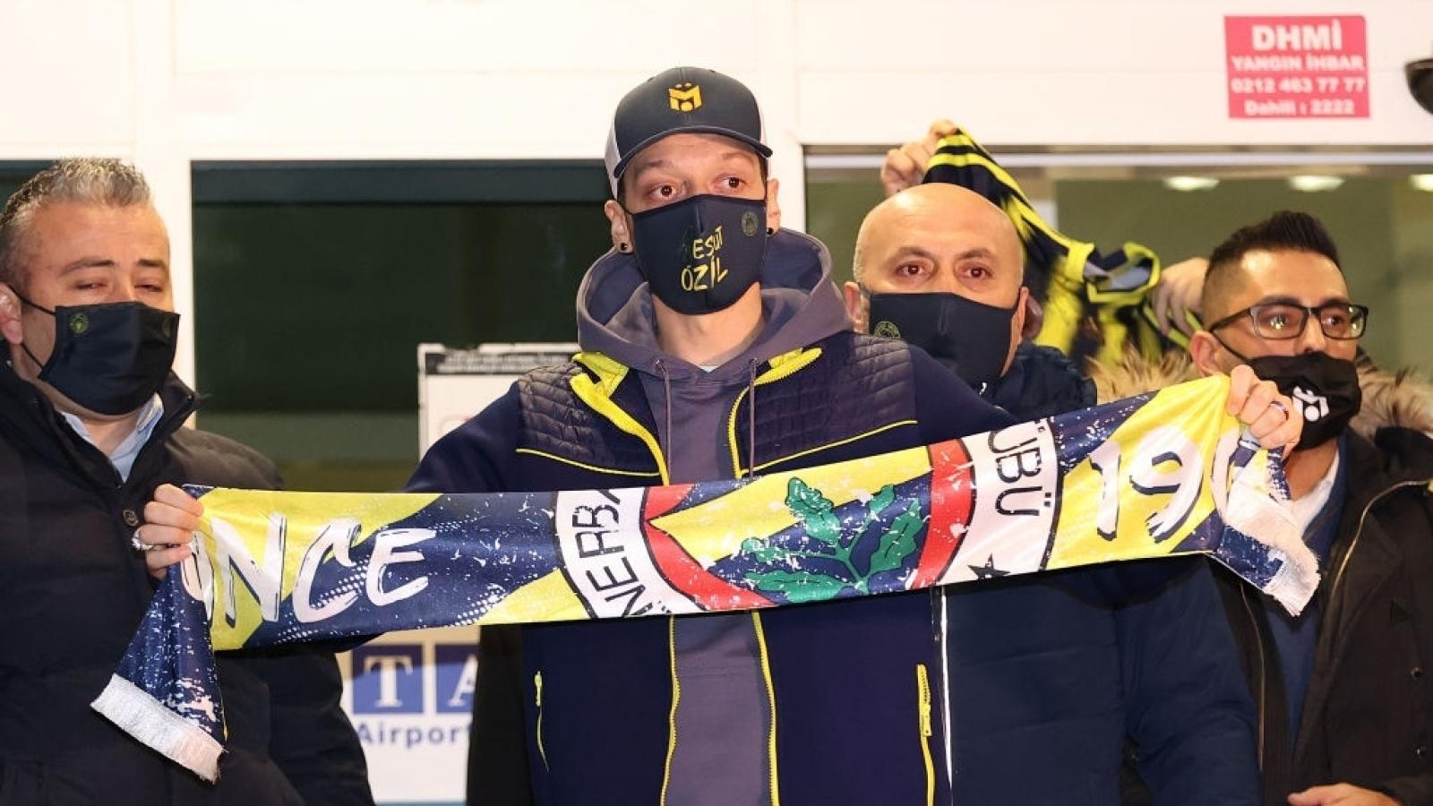 Mesut Ozil hưởng lương 4,5 triệu Bảng/mùa ở Fenerbahce