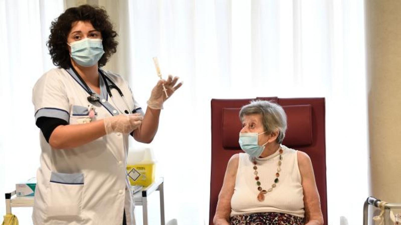 Chính phủ Pháp bị chỉ trích vì chiến dịch tiêm chủng quá chậm chạp