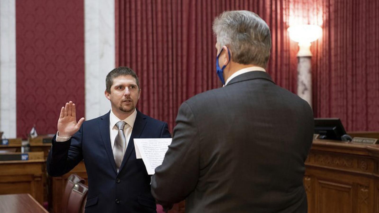 Một Hạ nghị sỹ bang mới được bầu từ chức vì tham gia vào vụ bạo động tại tòa nhà Quốc hội